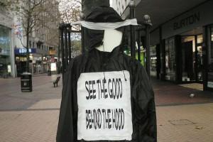 Hoodie im Einsatz (Quelle: Annonym / Wikimedia)