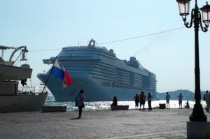Kanal voll: Kreuzfahrtschiff in Venedig